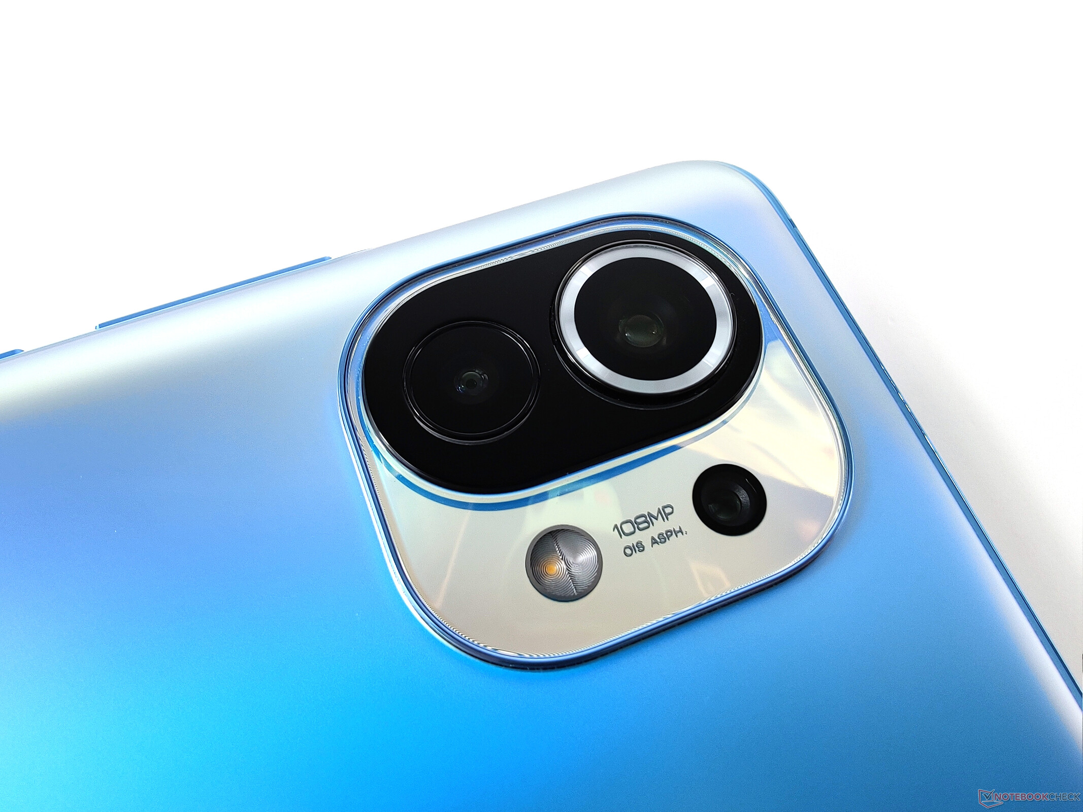 El Xiaomi Mi 11 en imagen, con su sensor de 108MP. El Xiaomi Mi 12 podría apostar a más.