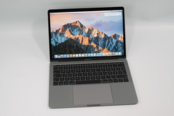 Apple MacBook Pro 13 Entry (Mid 2017, sin Touch Bar). Modelo de pruebas cortesía de Cyberport.
