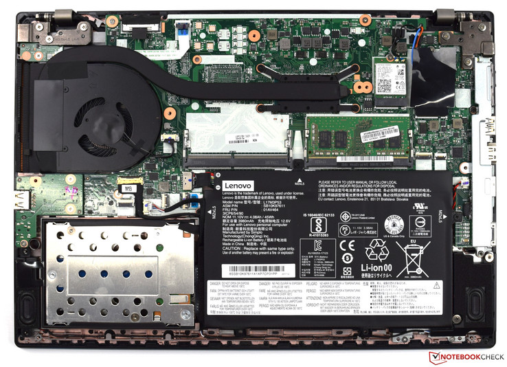 Lenovo ThinkPad L480 con placa inferior retirada