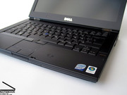 Ópticamente la Dell Latitude E6400 no puede ser distinguida de su colega Workstation la Precision M2400.