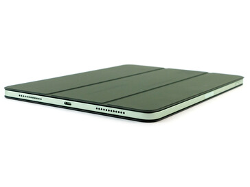 iPad Air 10.9 en el Smart Folio a ambos lados